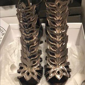 Flaming metallic heels 👠